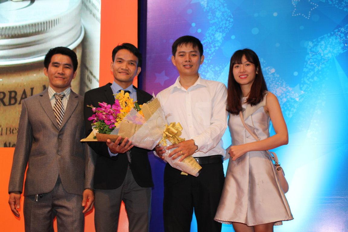 công ty biogas tự hào nhận thưởng