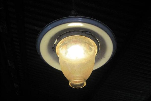 thắp sáng với đèn sử dụng năng lượng từ khí biogas